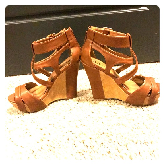 Shi by | JOURNEYS Zapatos | by Sh By Journeys Tan Wedges | Poshmark 6473fe